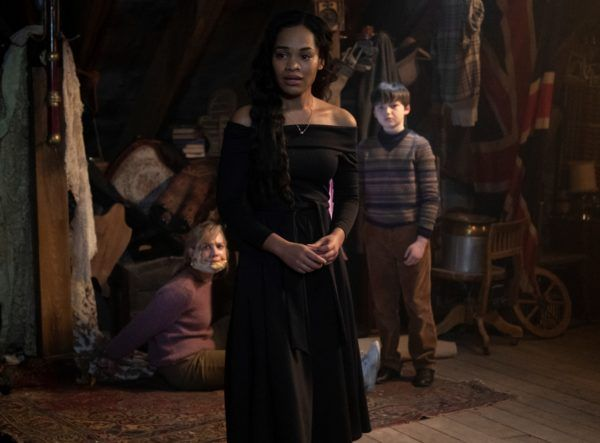 the-haunting-of-bly-manor-tahirah-sharif-victoria-pedretti-benjamin-evan-ainsworth