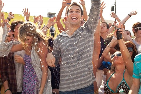 21-and-over-skylar-astin-2
