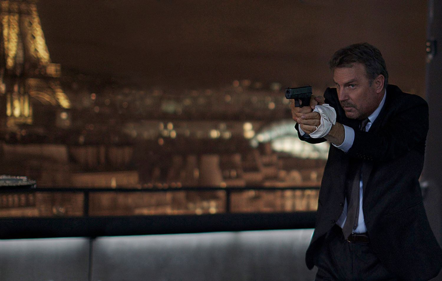 3 days to kill trailer and poster kevin costner is a hitman collider. Black Bedroom Furniture Sets. Home Design Ideas