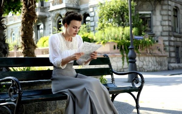 a-dangerous-method-movie-image-keira-knightley-02