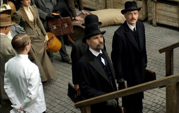 a-dangerous-method-movie-image-michael-fassbender-viggo-mortensen-03