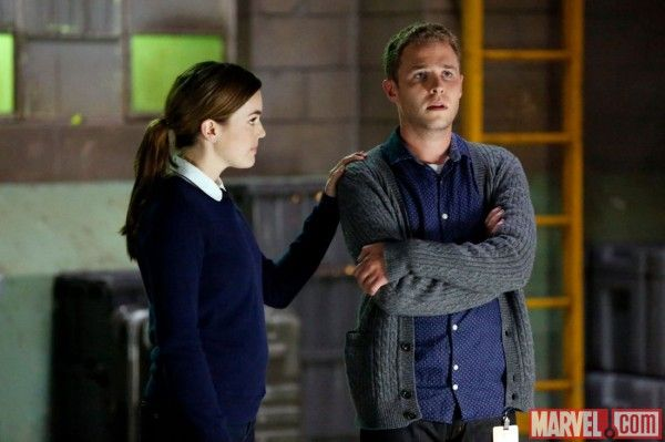 agents-of-shield-episode-205-elizabeth-henstridge-ian-de-caestecker