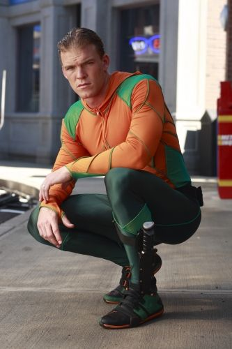 alan_ritchson_aquaman_smallville_02