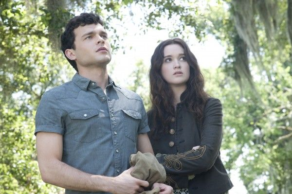 alden-ehrenreich-alice-englert-image-beautiful-creatures