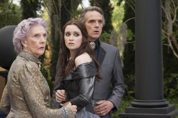 alice-englert-jeremy-irons-beautiful-creatures