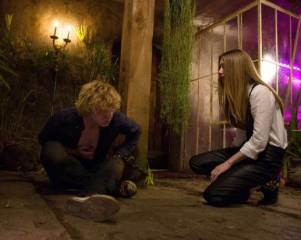 american-horror-story-coven-the-dead-evan-peters-taissa-farmiga