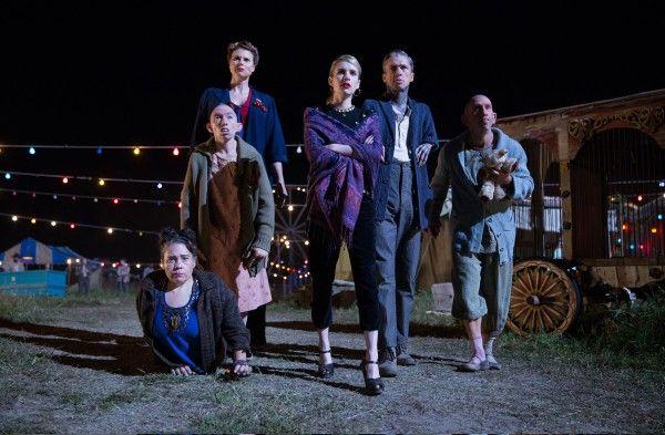 american-horror-story-episode-409-emma-roberts-erika-ervin-rose-siggins-naomi-grossman-mat-fraser-christopher-neiman