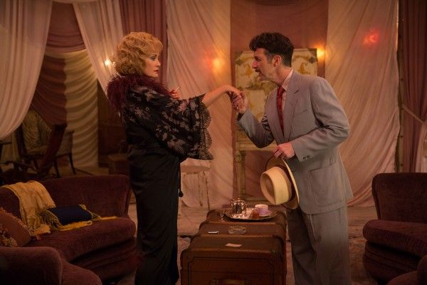 american-horror-story-freak-show-episode-405-jessica-lange-dennis-ohare