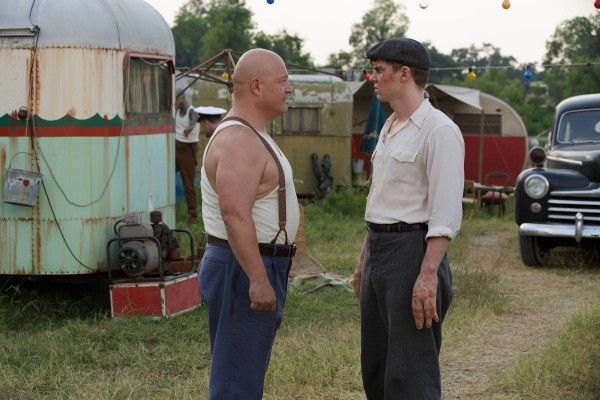 american-horror-story-freak-show-michael-chiklis-evan-peters