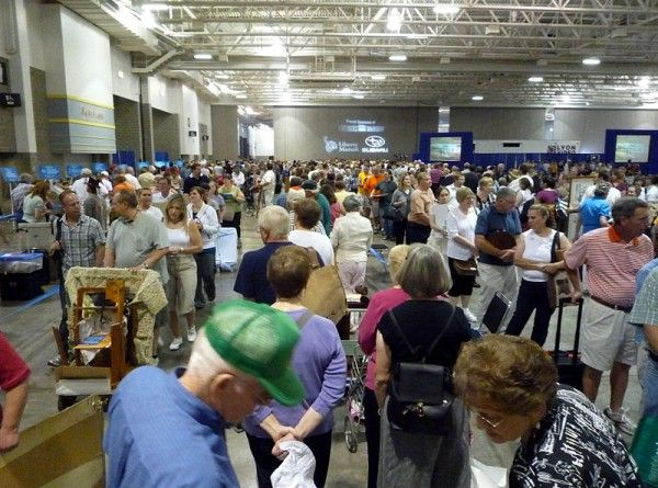 antiques-roadshow-crowd