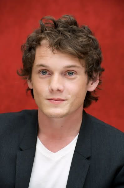 anton-yelchin-only-lovers-left-alive