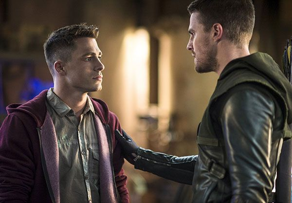 arrow-colton-haynes-stephen-amell