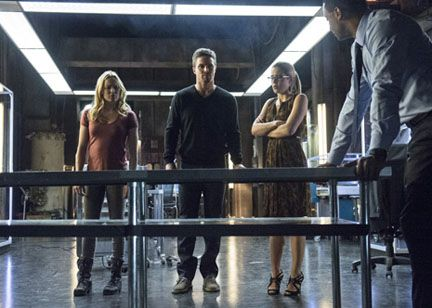 arrow-seeing-red-caity-lotz-stephen-amell-emily-bett-rickards-david-ramsey