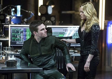 arrow-seeing-red-stephen-amell-caity-lotz