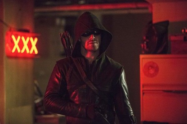 arrow-the-brave-and-the-bold-stephen-amell