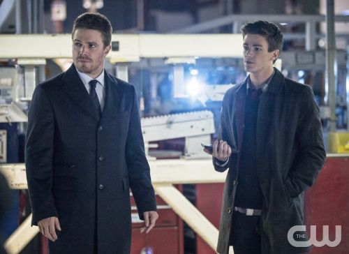 arrow-the-scientist-stephen-amell-grant-gustin