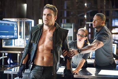 arrow-three-ghosts-stephen-amell-emily-bett-rickards-david-ramsey