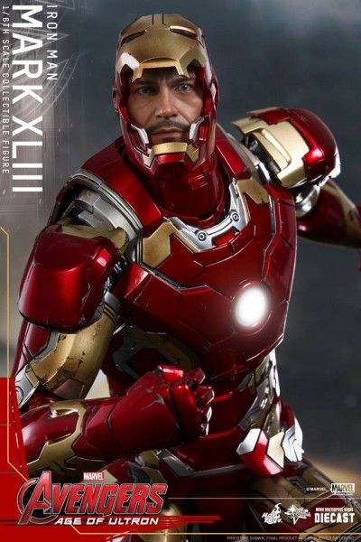 avengers-age-of-ultron-iron-man-suit-hot-toys-11