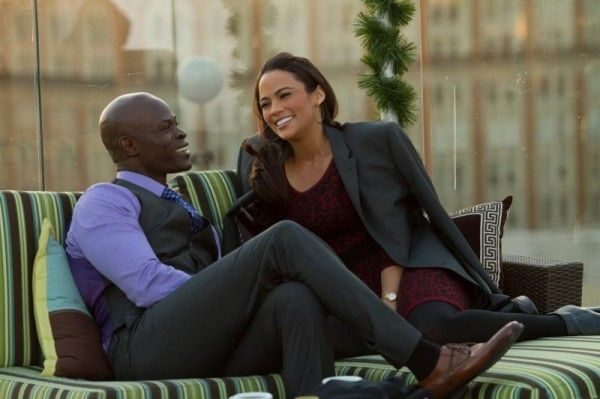baggage-claim-djimon-hounsou-paula-patton