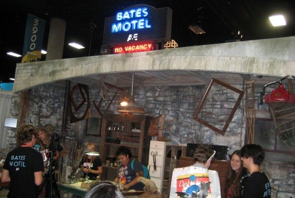 bates-motel-comic-con-booth-2