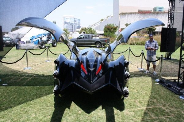 batman-and-robin-batmobile-rear