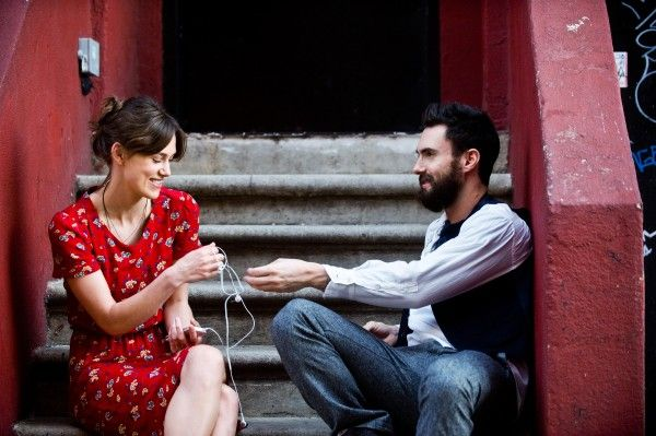 begin-again-keira-knightley-adam-levine