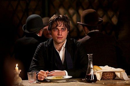 bel-ami-movie-image-robert-pattinson-14