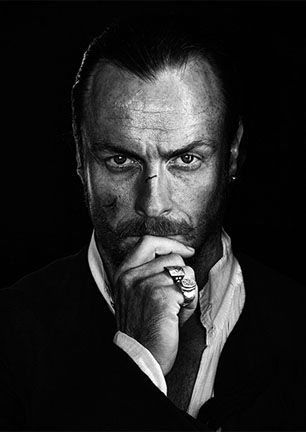 black-sails-toby-stephens