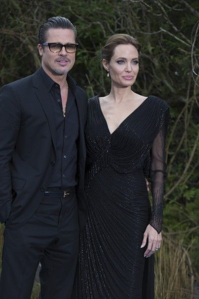 angelina-jolie-brad-pitt-by-the-sea