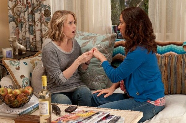 bridesmaids-movie-image-kristen-wiig-maya-rudolph-01