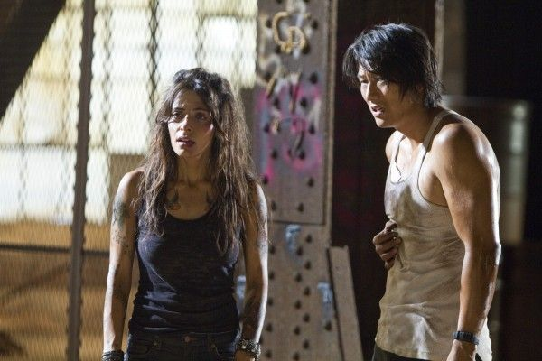 bullet-to-the-head-sarah-shahi-sung-kang