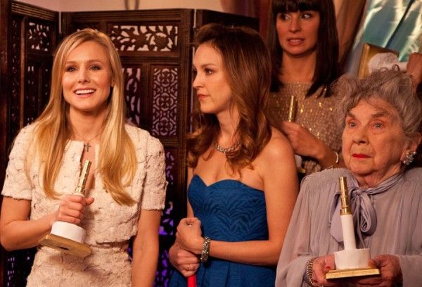 burning-love-kristen-bell-carla-gallo