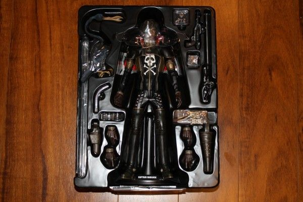 captain-harlock-hot-toys-figure-sideshow-collectibles (10)