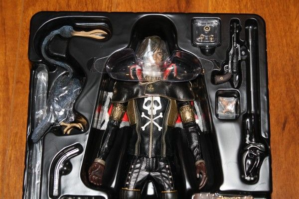 captain-harlock-hot-toys-figure-sideshow-collectibles (13)