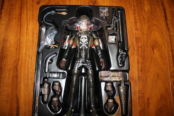 captain-harlock-hot-toys-figure-sideshow-collectibles (14)