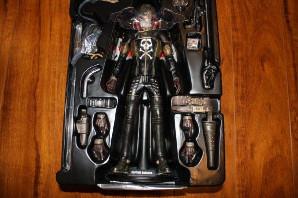 captain-harlock-hot-toys-figure-sideshow-collectibles (15)