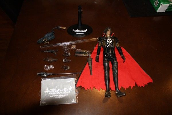 captain-harlock-hot-toys-figure-sideshow-collectibles (18)