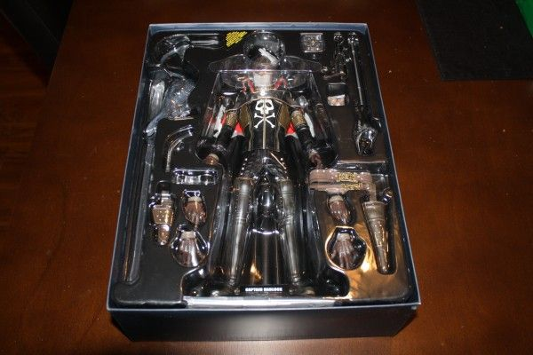 captain-harlock-hot-toys-figure-sideshow-collectibles (8)