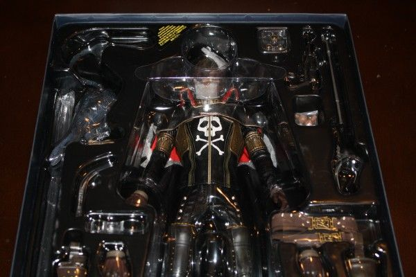 captain-harlock-hot-toys-figure-sideshow-collectibles (9)