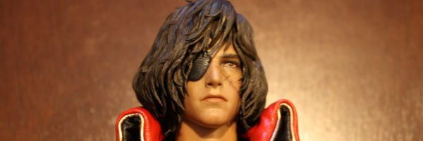 captain-harlock-hot-toys-figure-sideshow-collectibles-slice