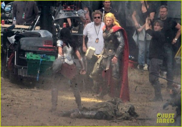 chris-hemsworth-jaimie-alexander-thor-2-the-dark-world