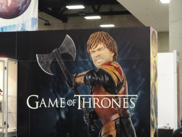 comic-con-game-of-thrones-booth