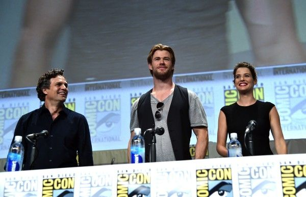 comic-con-mark-ruffalo-chris-hemsworth-cobie-smulders