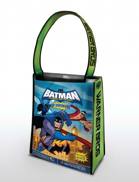 comic-con_warner_bros_oversized_bag_batman_brave_bold