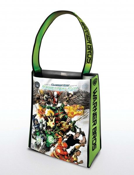 comic-con_warner_bros_oversized_bag_brightest_day