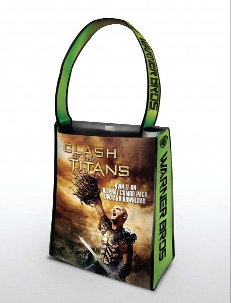comic-con_warner_bros_oversized_bag_clash_titans
