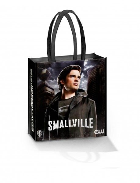 comic-con_warner_bros_oversized_bag_smallville