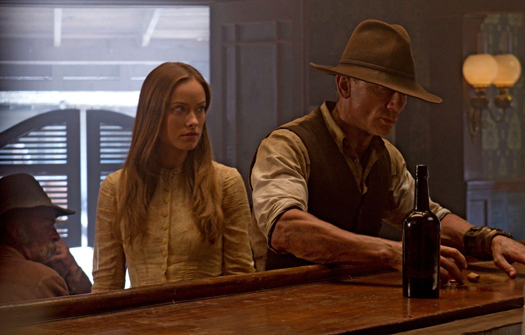 COWBOYS & ALIENS Movie Images Daniel Craig Harrison Ford ...