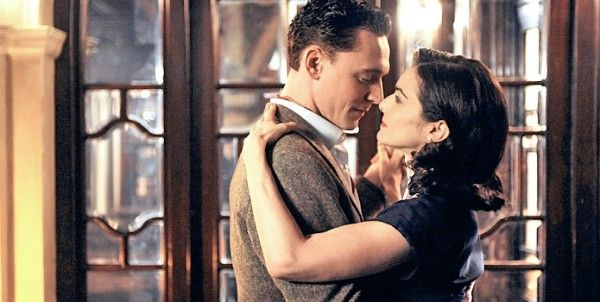 deep-blue-sea-movie-image-tom-hiddleston-rachel-weisz-02rachel