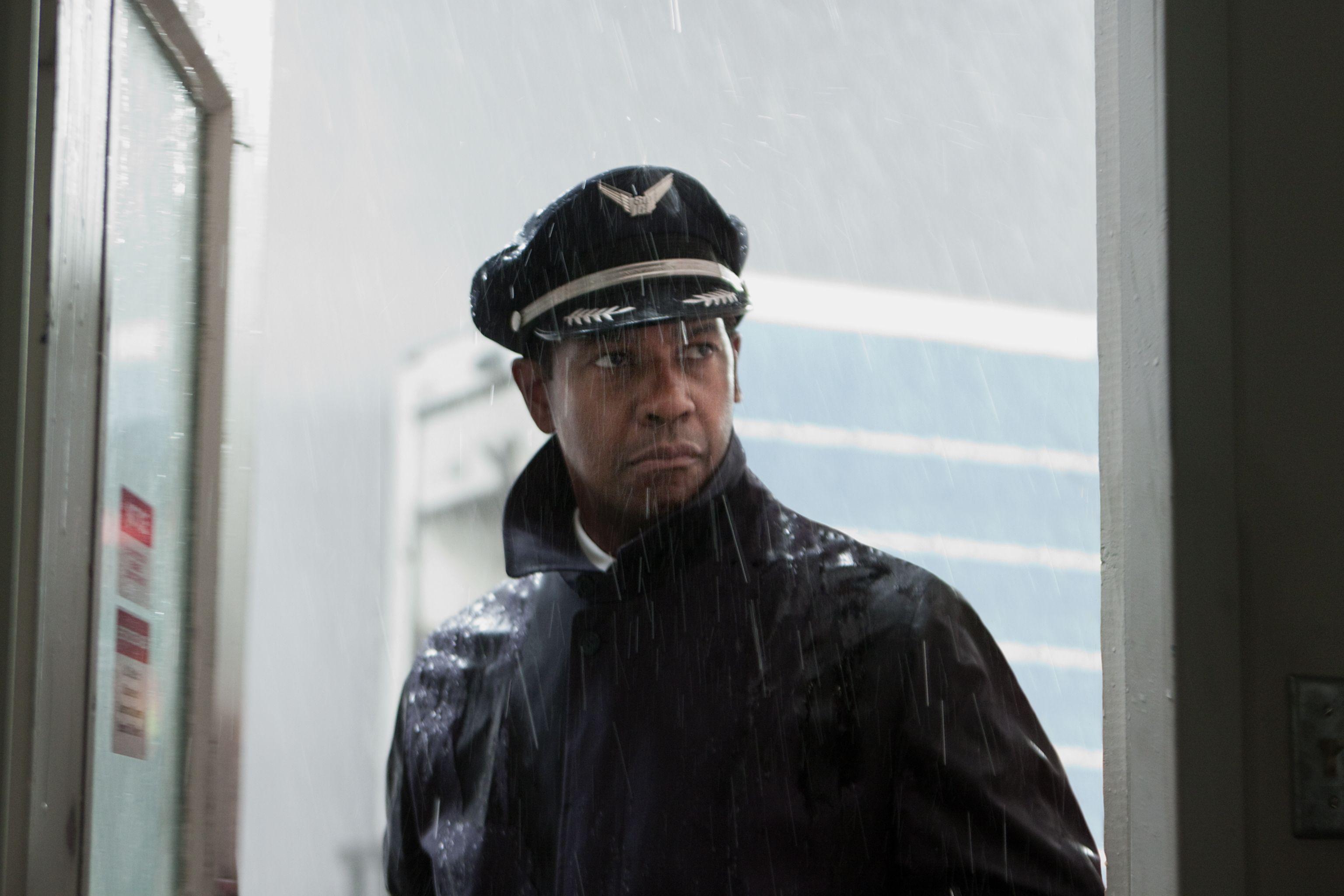 Over 20 New Images from Robert Zemeckis' FLIGHT Starring Denzel